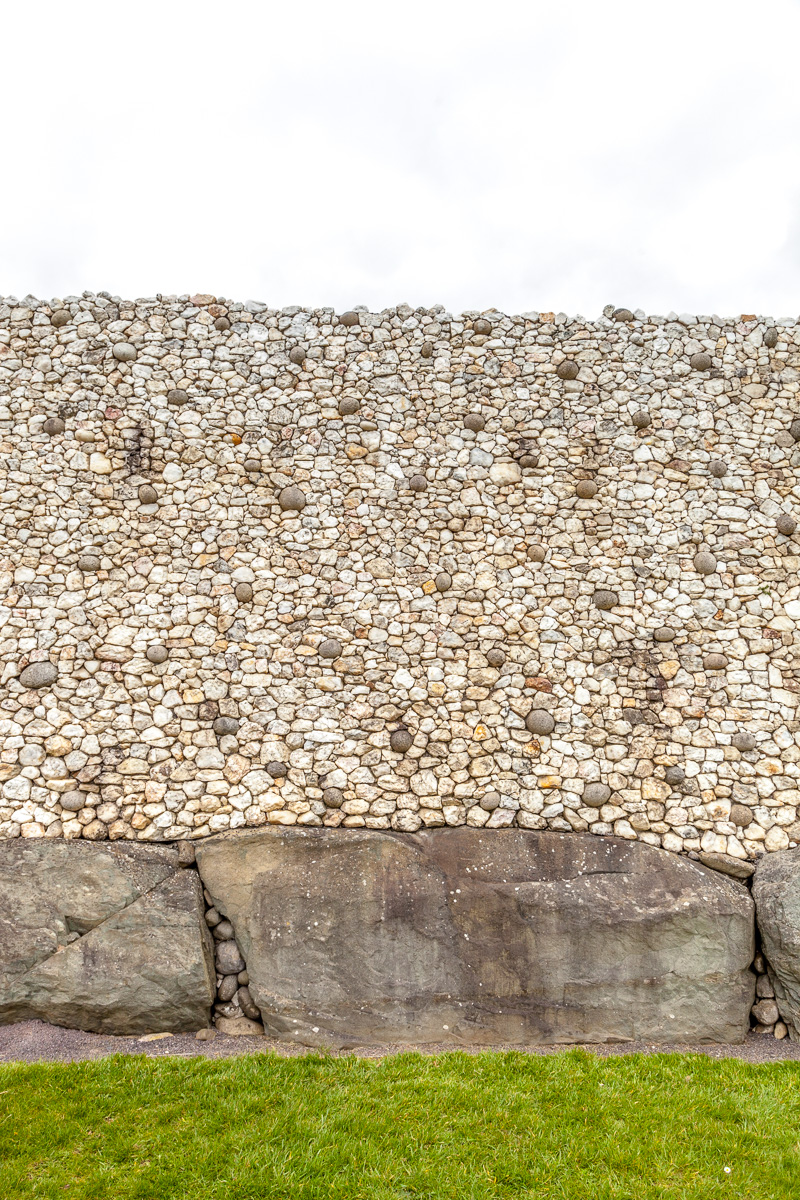 Controversial white quartz wall abobe kerb stones - WCF-0854.jpg