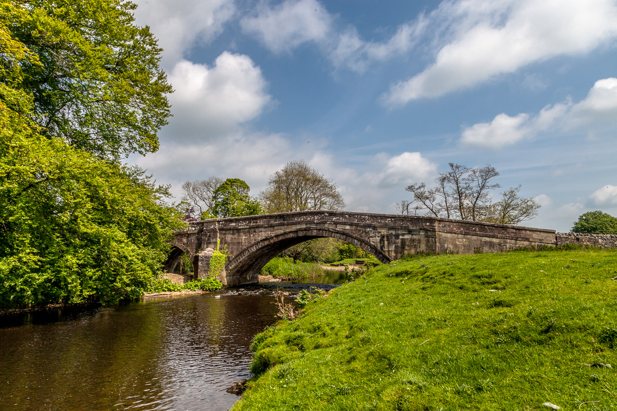 Newton Bridge over the Hodder River, at Newton-in-Bowland, Lancashire - WCF-4721.jpg