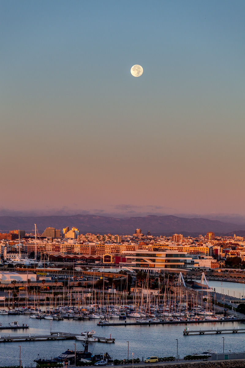 Moon over Valencia - WCF-4149.jpg