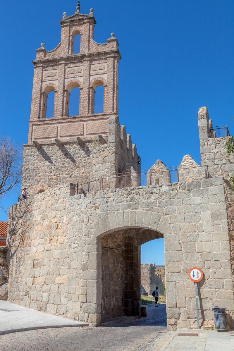 Gate - Plaza de Concepción Arenal