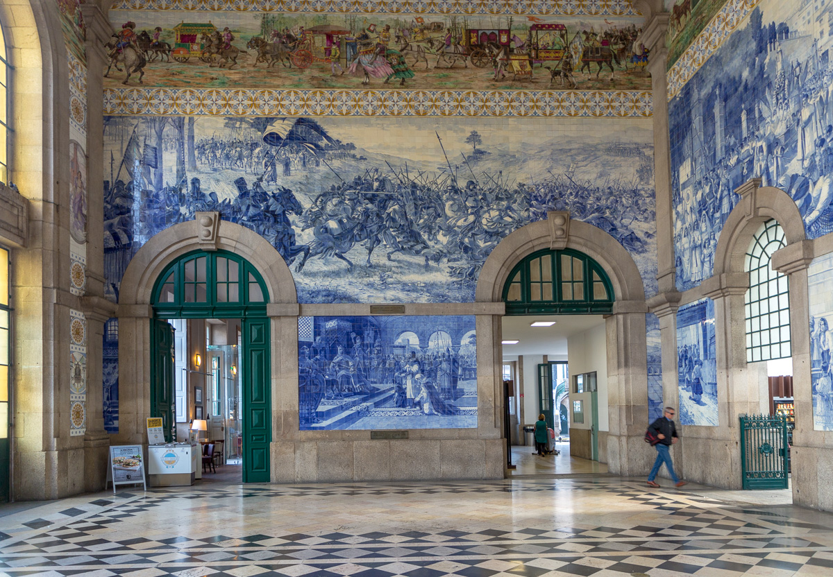 Azulejos of São Bento Train station, Porto. - WCF-9637.jpg