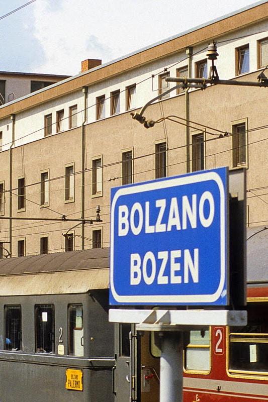 Bilingual-Bolzano-Bolzen.jpg
