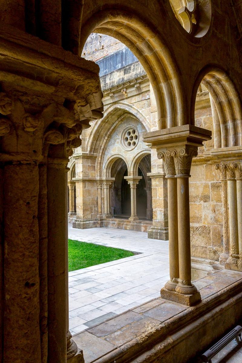 Cloister of the Romanesque Old Cathedral of Coimbra (Se Velha de Coimbra) 1146. - WCF-3374.jpg