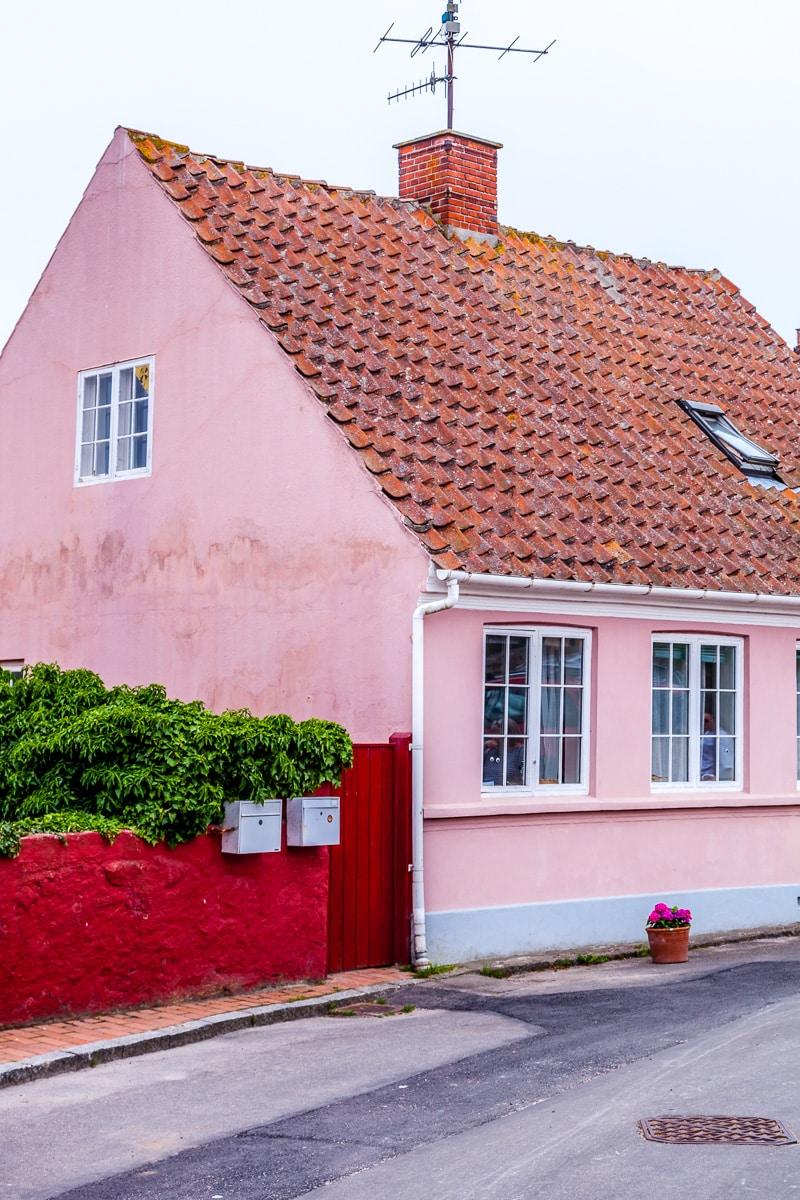 A pink house in Svaneke - WCF-9418.jpg