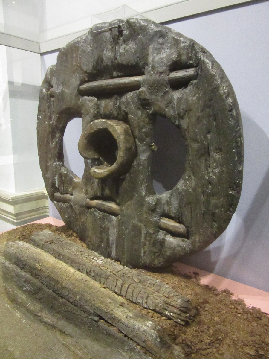 Wooden block-wheel ~ 400 BC WCF-1586.jpg