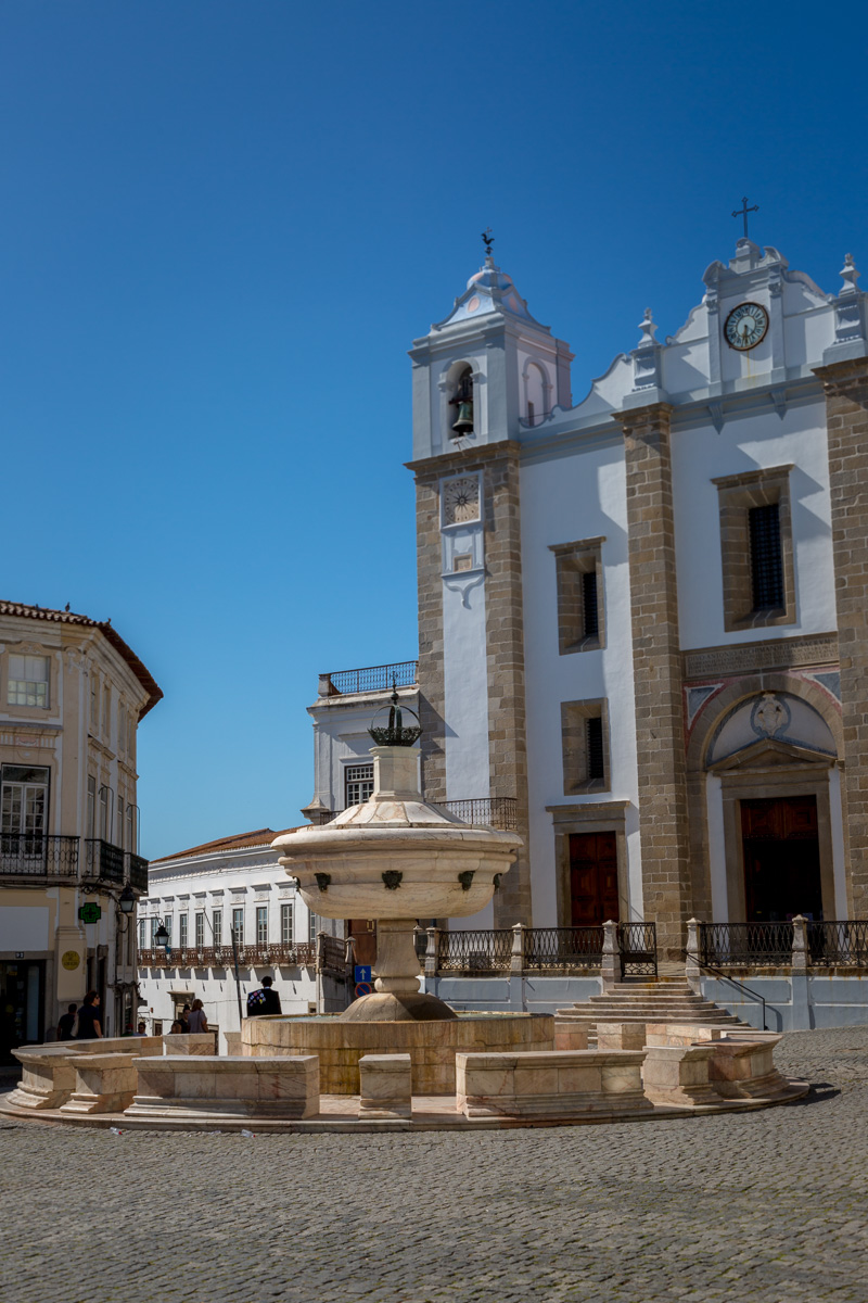 Praça do Giraldo with the Chafariz da Praça do Giraldo and Igreja de S. Antão. - WCF-4068.jpg