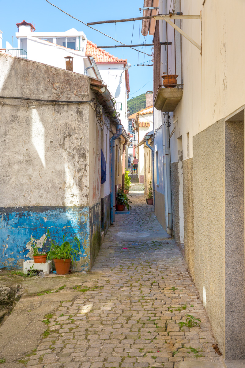 A small alley in Viana. - WCF-9045.jpg