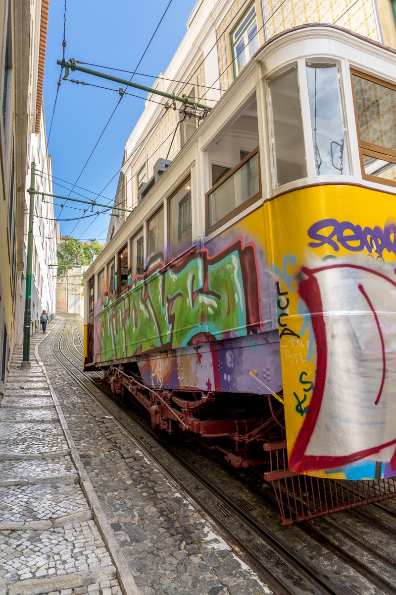 The funicular Ascensor da Glória departs the Praça dos Restauradores. - WCF-7272.jpg