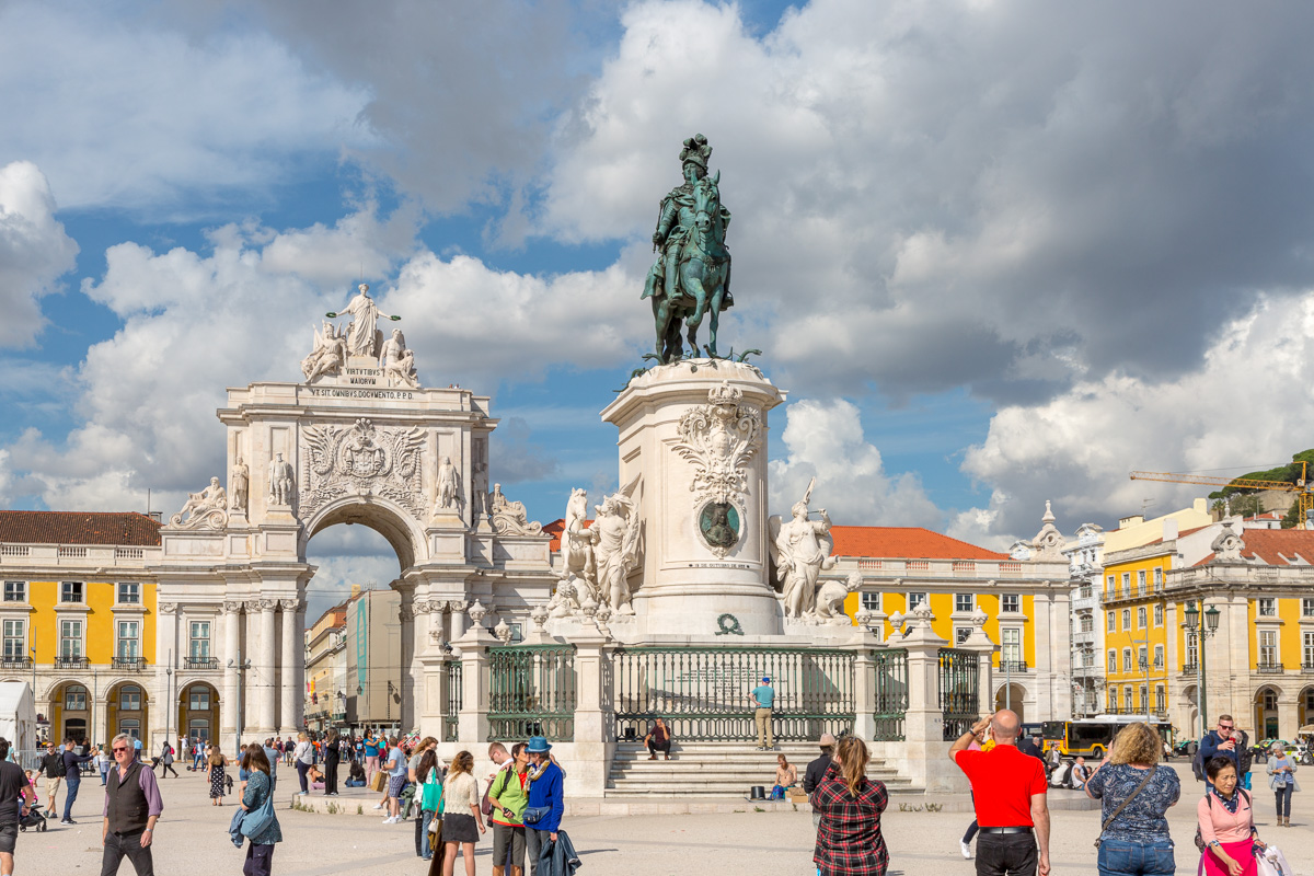 Equestrian statue of Dom José I and the Arco da Rua Augusta on the Praça do Comércio. - WCF-7329.jpg
