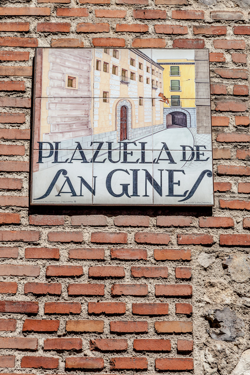 Ceramic tile street signs throughout old Madrid. - 0944