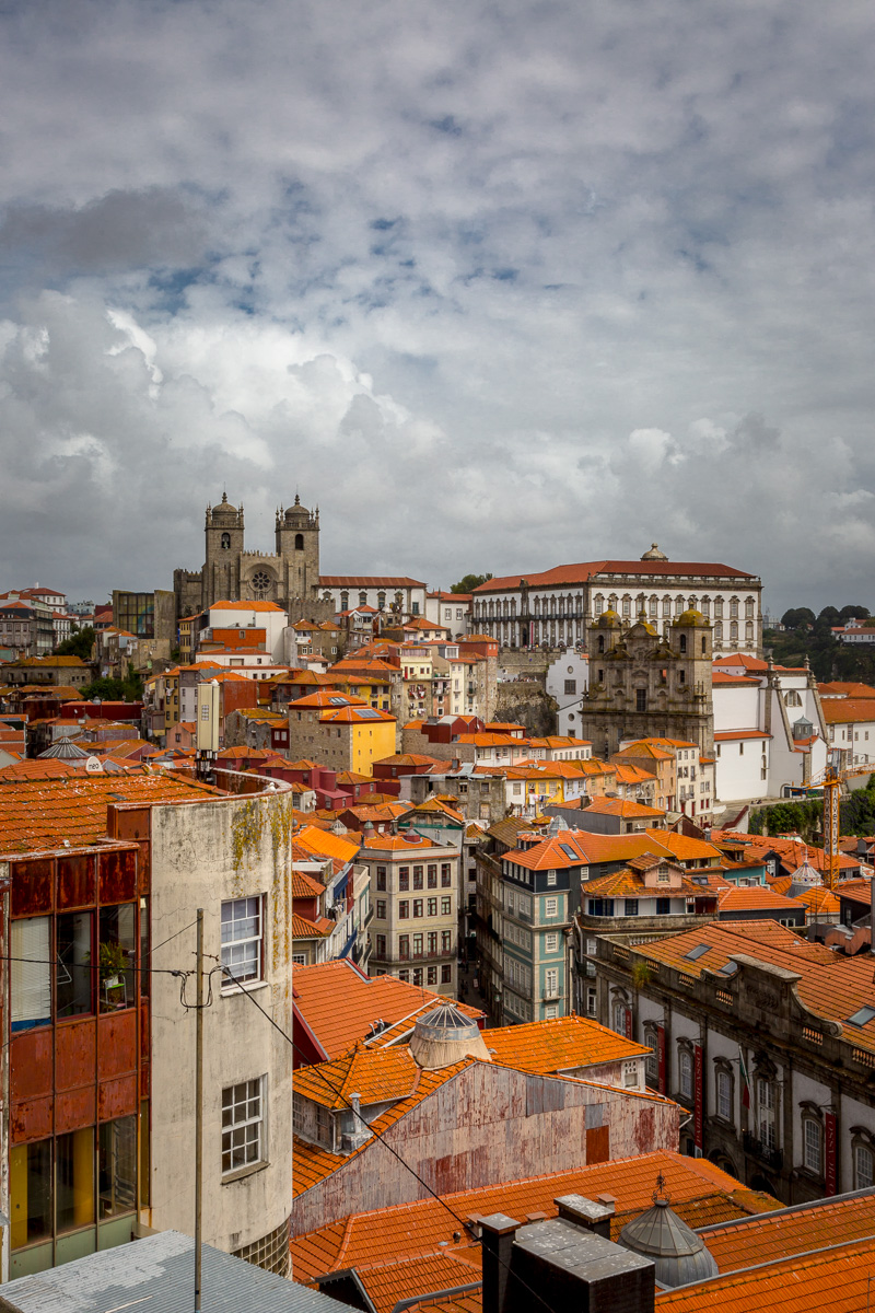 Rooftops of Porto, and on the distance L-to-R - Sé do Porto (Porto Cathedral), and the Paço Episcopal (Episcopal Palace). - WCF-7975.jpg