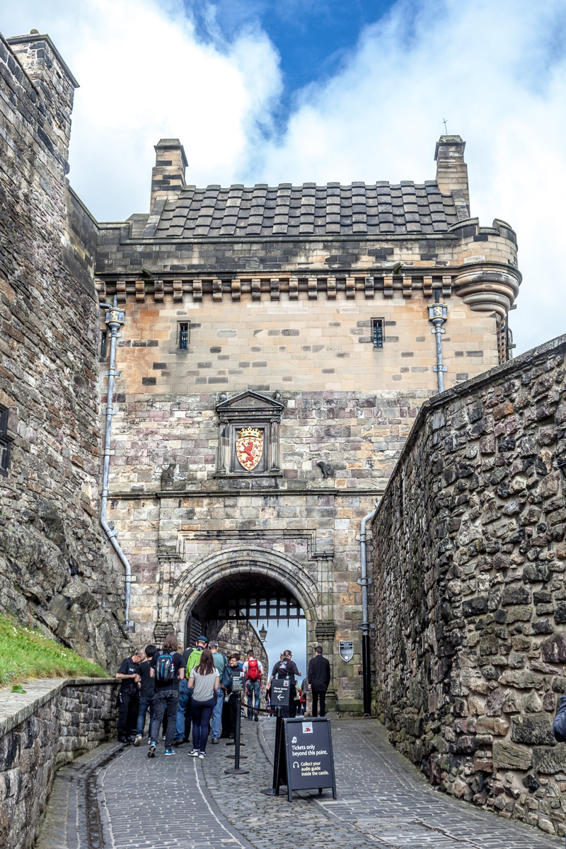 The main gate of Edinburgh Castle - WCF-6391.jpg