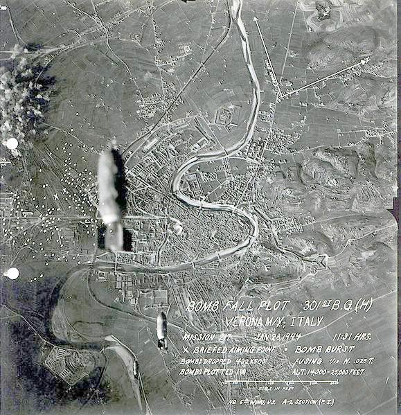 BombDropVerona1944.jpg