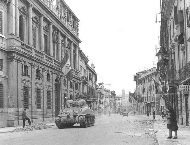 Verona_26_April_1945_M-4_13th_ArmBtn1stArmDiv-640